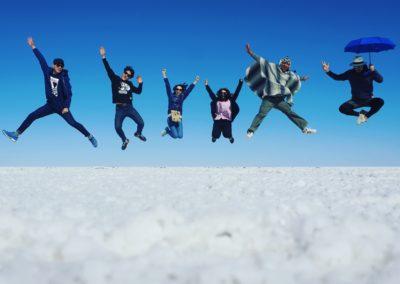 Un salto de felicidad. Salar de Uyuni.  Bolivia